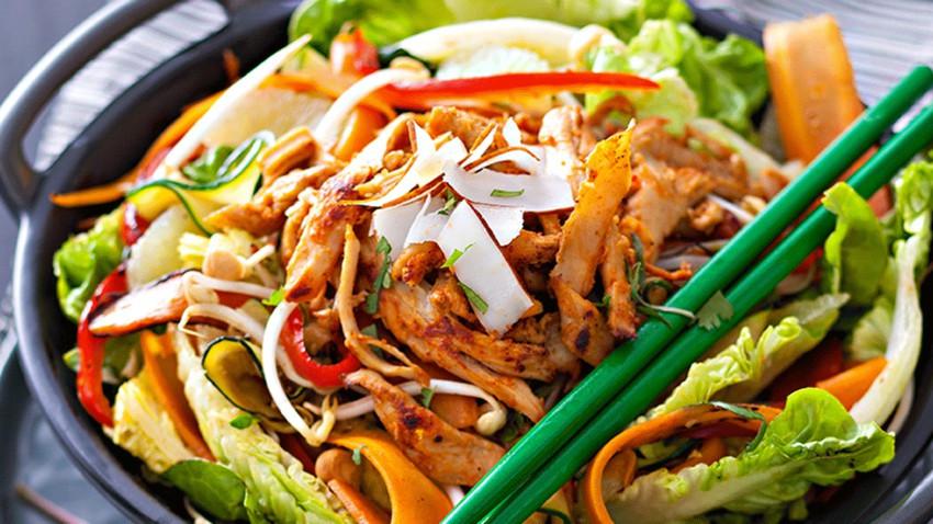 Salade ThaÏe au poulet salade vendredi